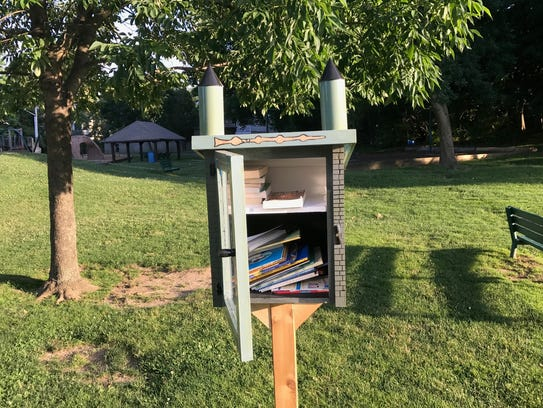 """A """"Little Free Library"""" in Flint Park, Larchmont"""