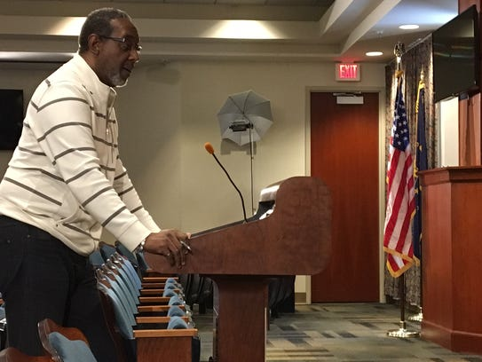 Mark Ivy speaks to the Muncie Sanitary District board