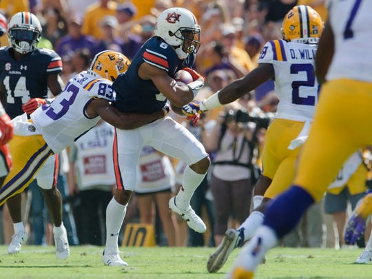 Auburn defensive back Carlton Davis (6) returns a fumble