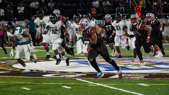 Damozzio Harris (1) of Jenkins runs around the end for a gain against Islands in October of 2019 at Memorial Stadium.