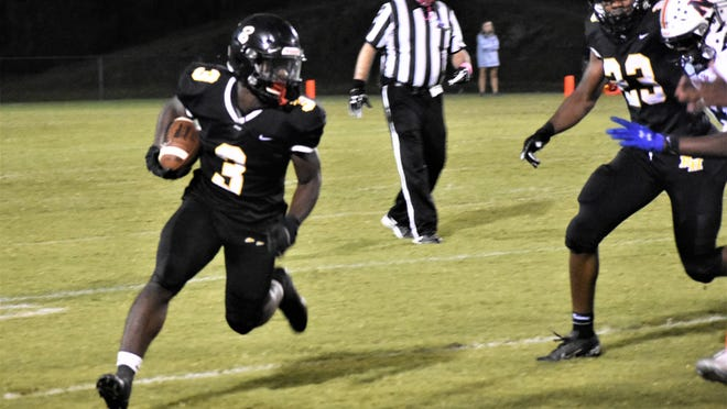 Richmond Hill running back Kenyan Hunter (3) turns the corner for a big gain during the 52-12 win over Northside-Warner Robins on Friday night in Richmond Hill.