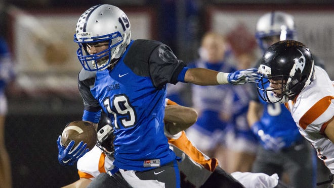 Bagdad senior Benjamin Loveall (19) makes a 68-yard touchdown run in the second quarter in the 1A state championship game at Maricopa High School in Maricopa on Saturday, Nov. 12, 2016.