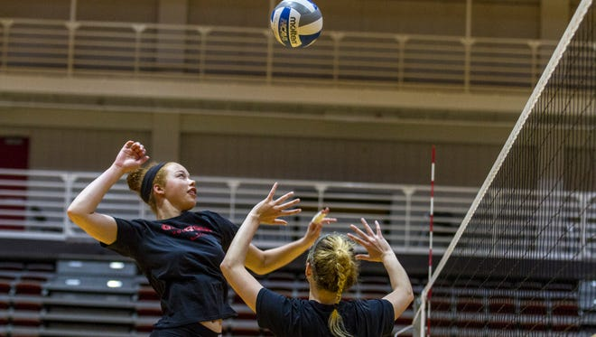 Georgia redshirt freshman and Flour Bluff grad Kianna Young goes up during a warm-up prior to a scrimmage earlier this season.