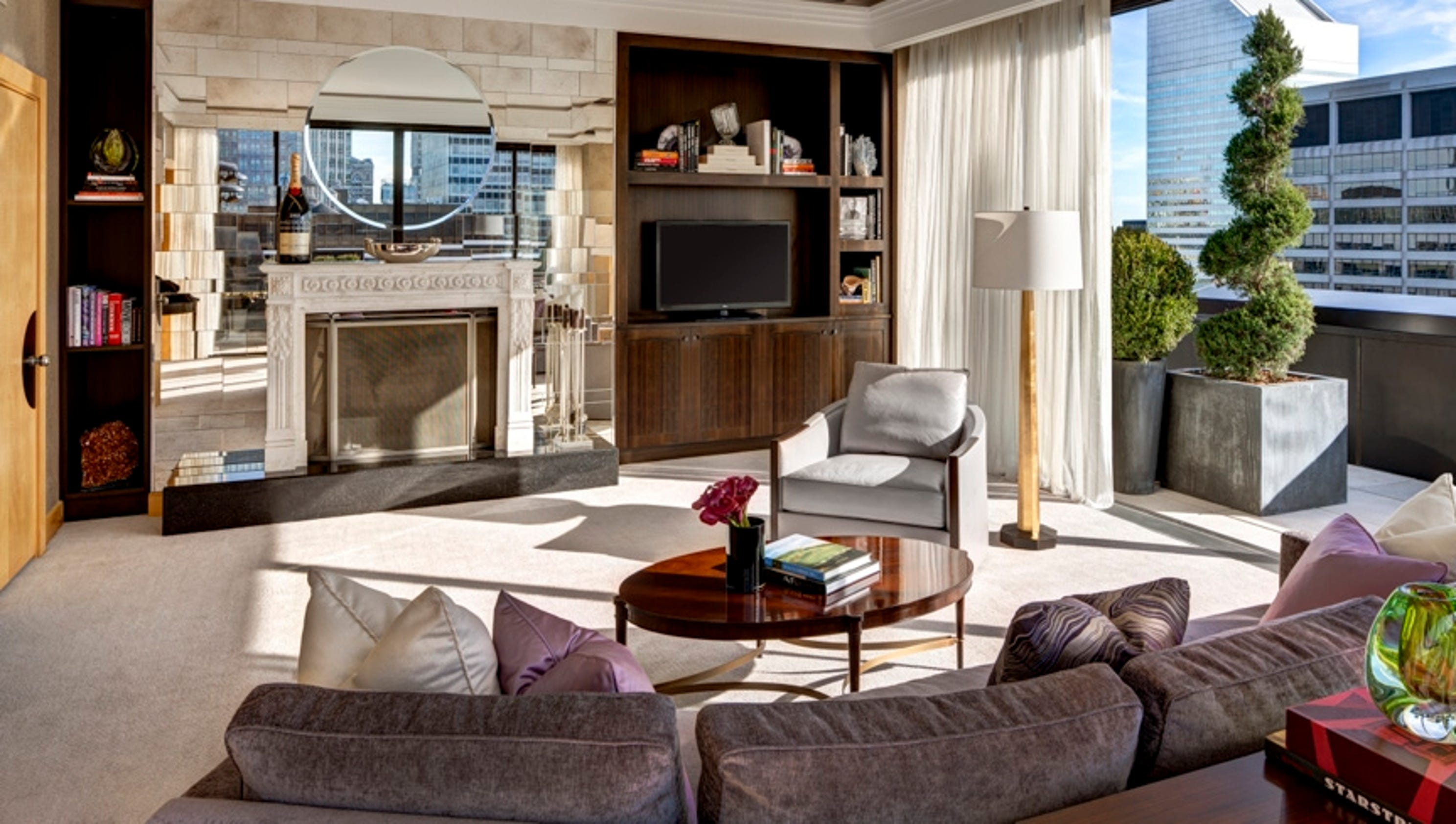 The most luxurious hotel suites in the usa for Most expensive hotel in america