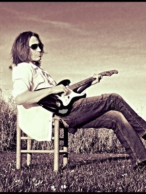 Michael Juan Nunez is the featured guest for Acadiana Roots on May 19, 2016.