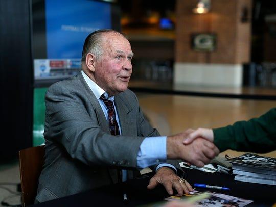 Green Bay Packers alumni Jerry Kramer greets a fan