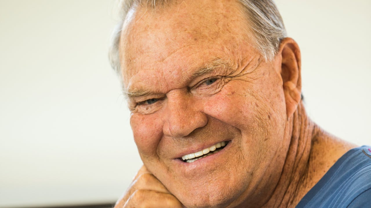 'Rhinestone Cowboy' Glen Campbell dies at 81