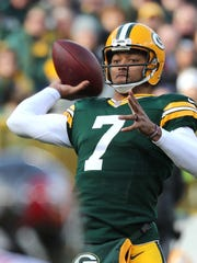 Green Bay Packers quarterback Brett Hundley (7) gets