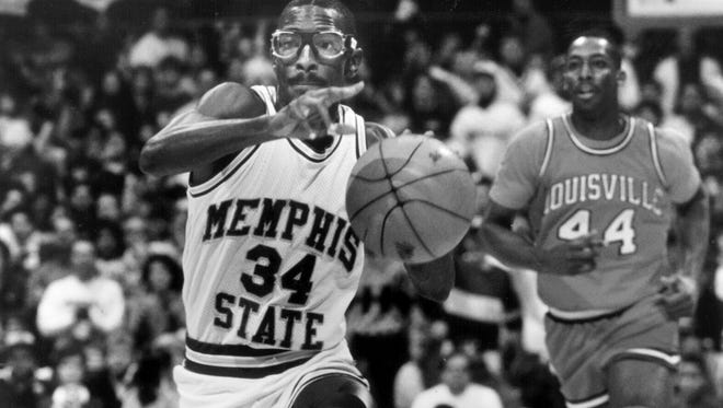 February 4, 1989 - Elliot Perry is shown in a game against Louisville.