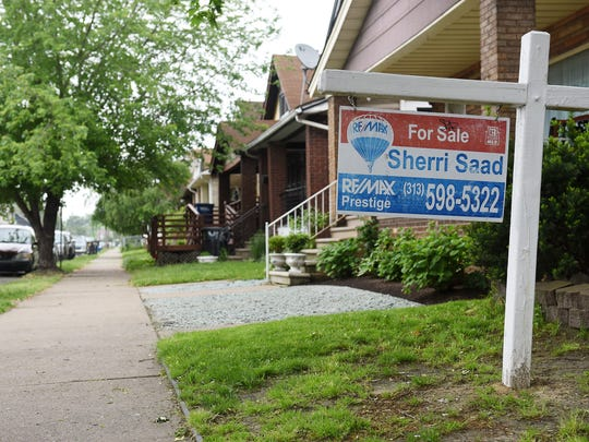 A 'For Sale' sign in the yard of a home in southwest Detroit on May 24, 2017. Wayne County's population drop last year was its smallest in two decades, a period over which it often led the nation in decline, a Detroit News analysis of census estimates shows.