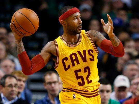 Cleveland Cavaliers' Mo Williams during the second quarter of a NBA basketball game against the Boston Celtics in Boston Tuesday, Dec. 15, 2015. (AP Photo/Winslow Townson)