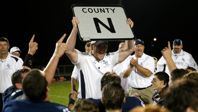 Former Little Chute coach Brian Ryczkowski, holding up a County N sign before talking to his team in 2016, has been hired at Ashwaubenon.