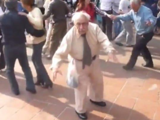 old-man-dance-for-wordpress-550x400