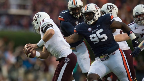 Auburn defensive lineman Dontavius Russell (95) attempts