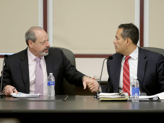 El Paso Mayor Oscar Leeser, left, with City Manager Tommy Gonzalez during a 2015 meeting.