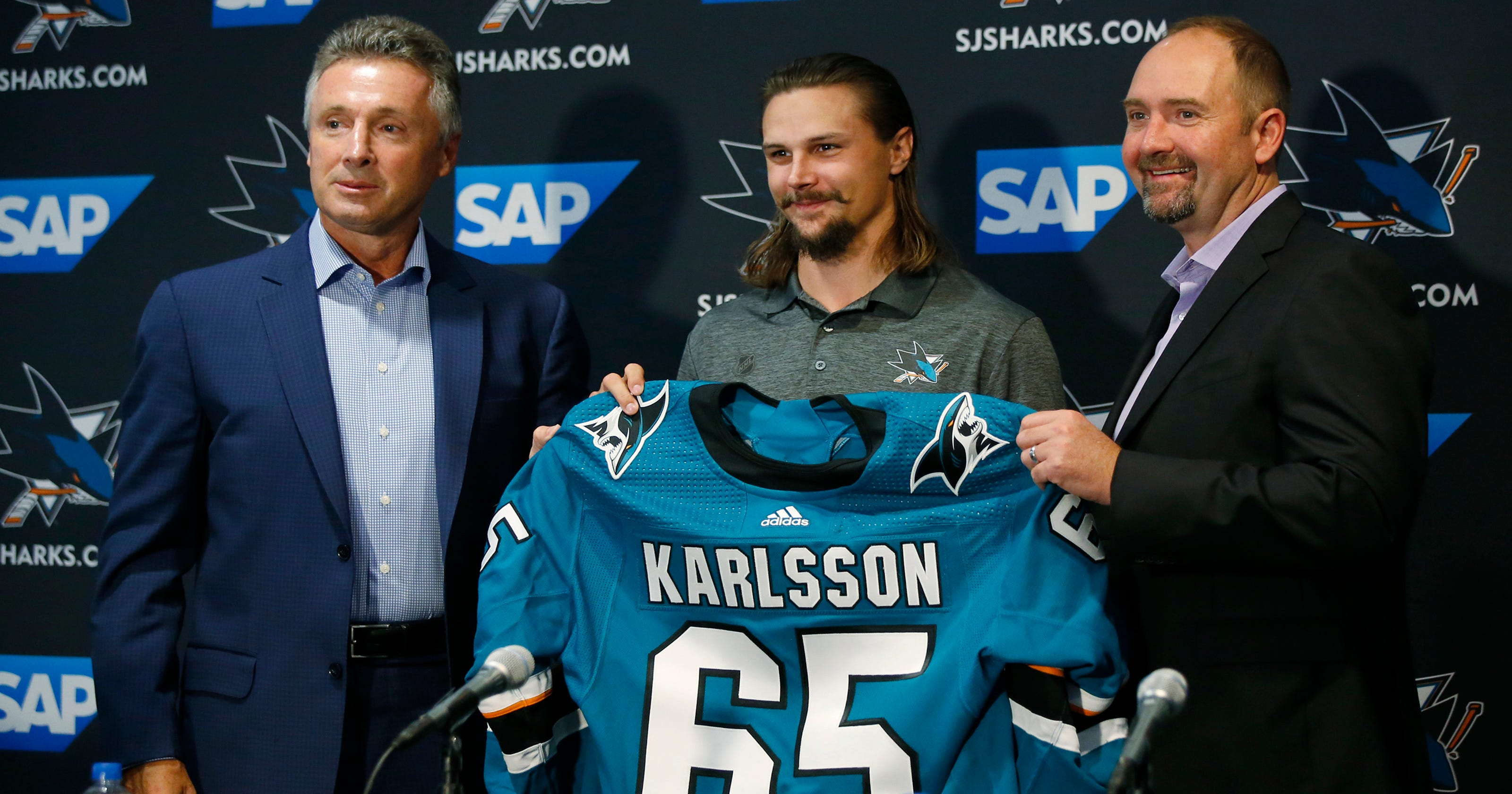 6398d31c2f6 Erik Karlsson looks to fit in on first day with Sharks
