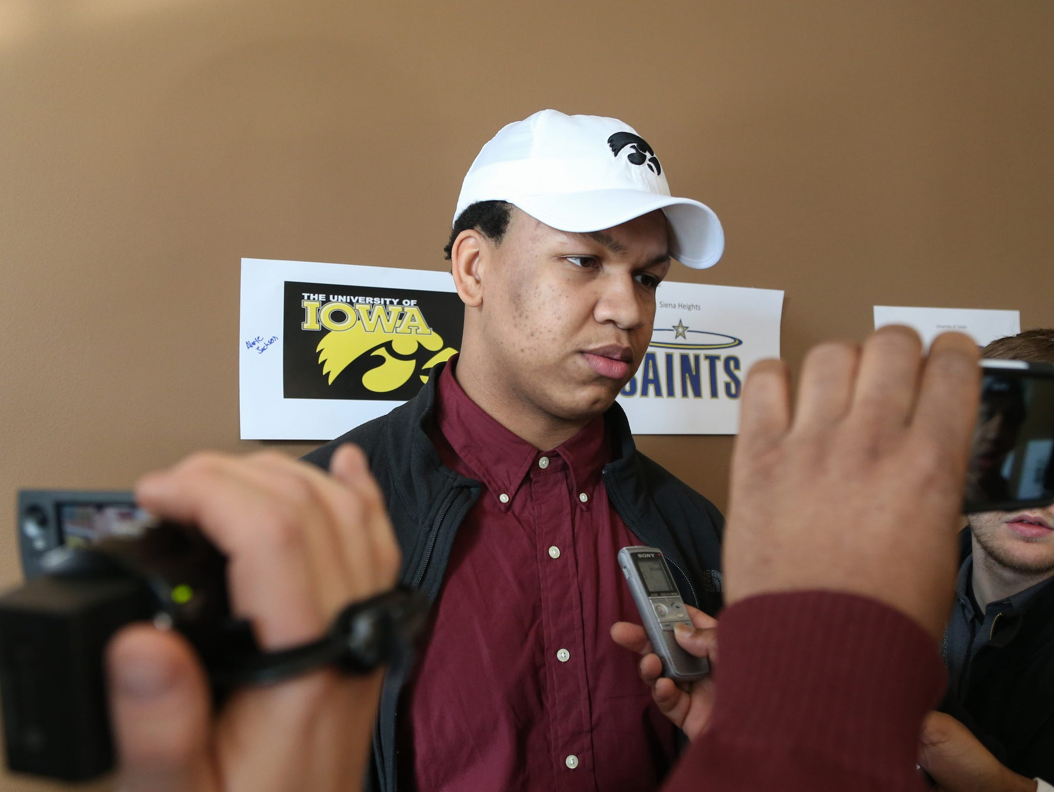 Detroit Renaissance lineman Alaric Jackson signed a letter of intent to play football at Iowa on Wednesday.
