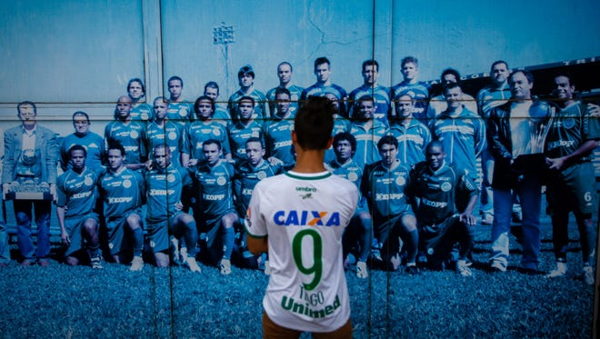 According to reports, 75 people died when an aircraft crashed with 81 people on board, including players of the Brazilian soccer club Chapecoense.