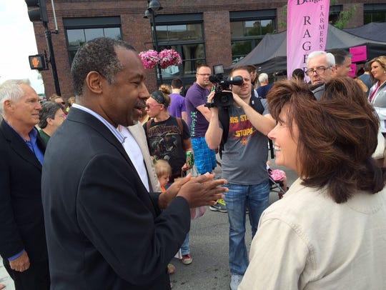 Ben Carson meets Denise Colgan of West Des Moines at