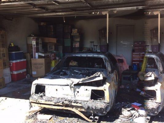 635787969976345827-fire.car1