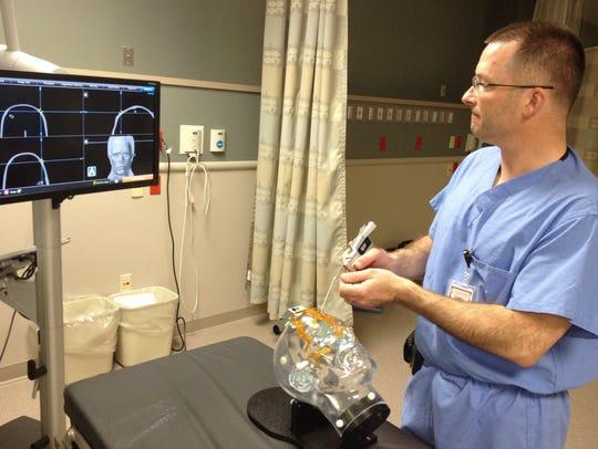 Dr. Robert Bejnarowicz demonstrates new techniques