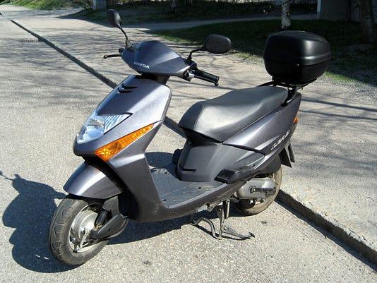 635901697007274820-moped.jpg