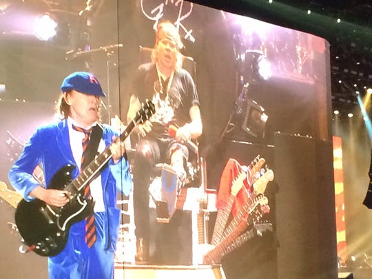 Angus Young, a surprise guest during Guns N' Roses'
