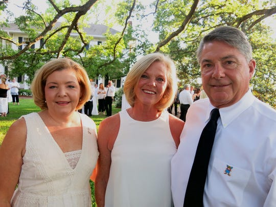 South Highland School Principal Mary Harris and  Aioli Dinner hosts Ivy and Archer Frierson at Frierson Plantation.
