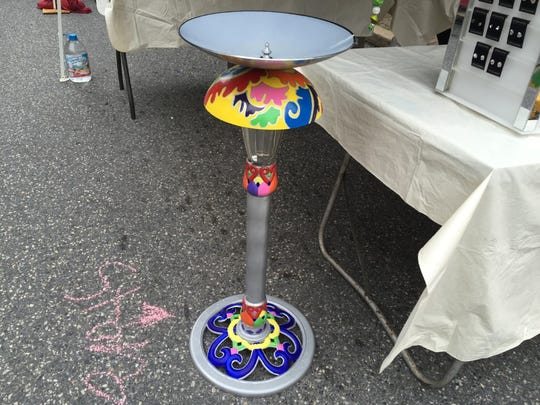 Tinker Bella's made this colorful birdbath using an old birdbath for the base and old lamp shades for the bowl.
