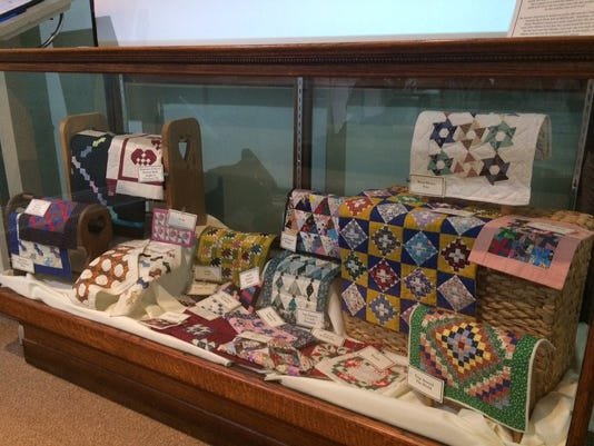 636016007271515787-miniature-quilts.jpg