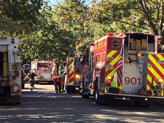 Fire vehicles in the area of a single-family house