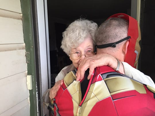 A H-E-B employee delivers a meal for a San Angelo resident Tuesday, Oct. 31, 2017.