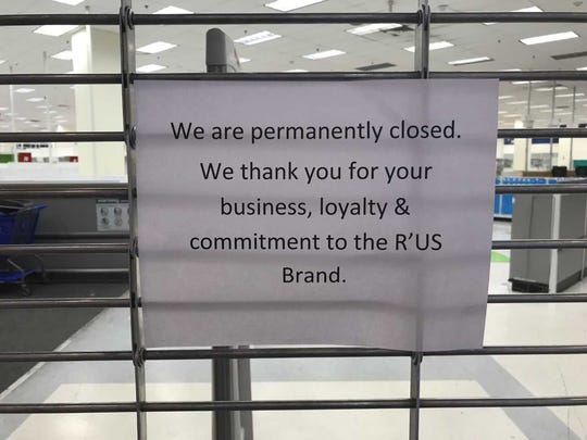 The sign outside of the White Plains Toys R Us.