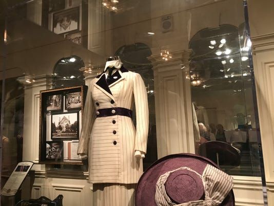 titanic-boarding-dress.JPG
