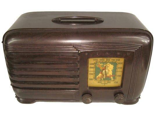 636105844534786657-Lone-Ranger-Bakelite-Pilot-radio.jpeg