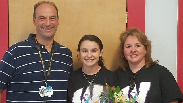 Jordan Cinelli (center) with dad Mark and mom Sandy