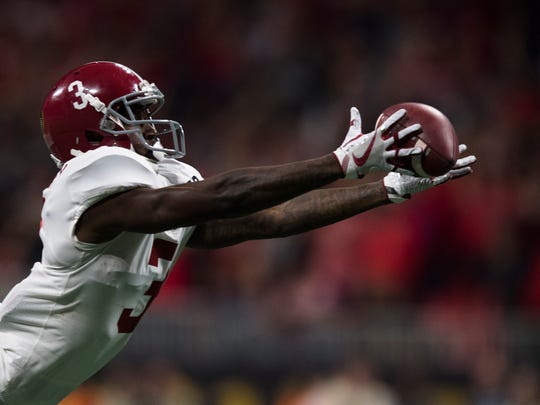 Alabama wide receiver Calvin Ridley (3) drops a pass during the NCAA National Championship football game between Alabama and Georgia on Monday, Jan. 8, 2018, in Atlanta, Ga.