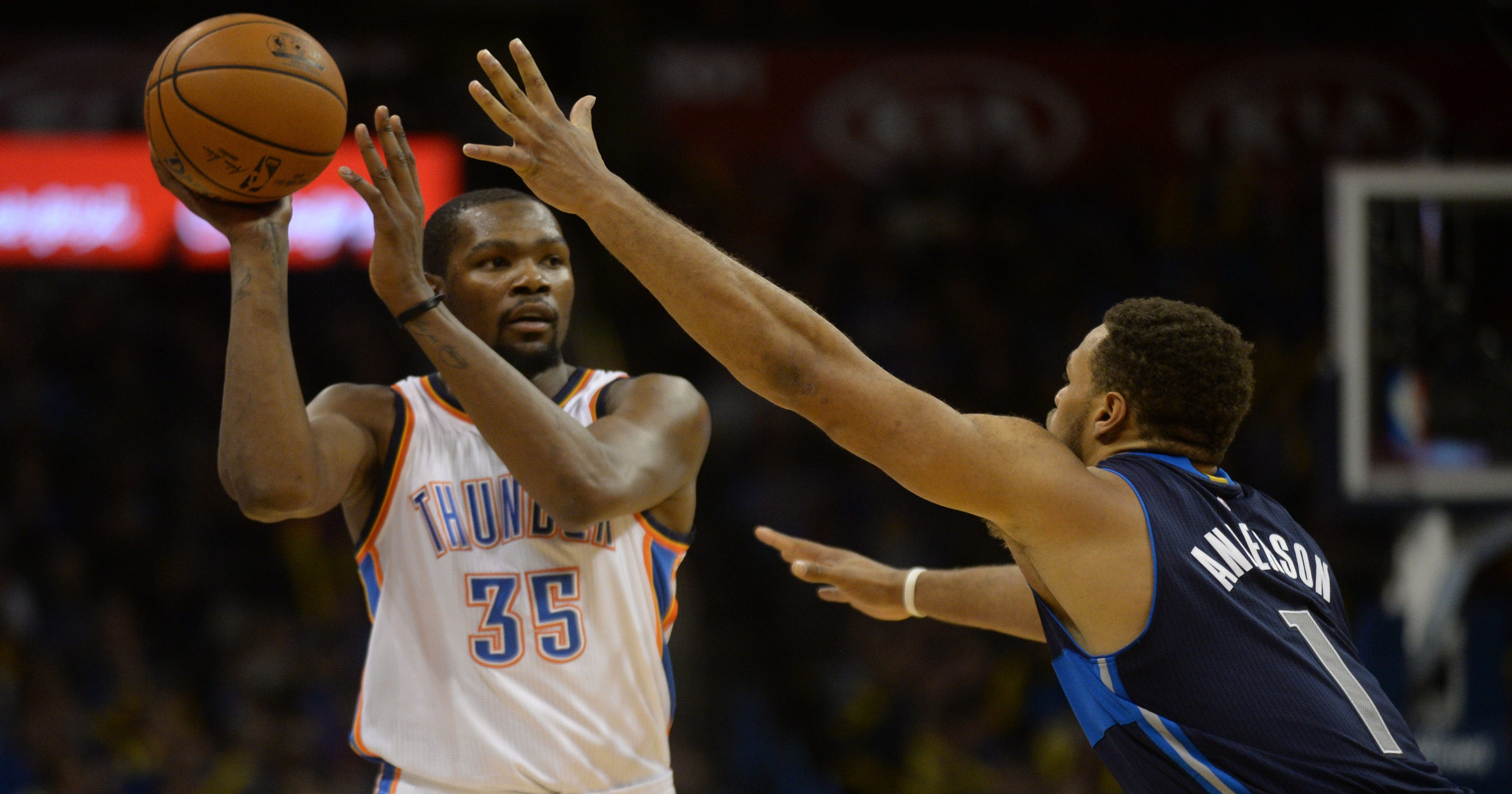 7aff9f3f94b0 Durant leads Thunder past Mavs after Westbrook ejected