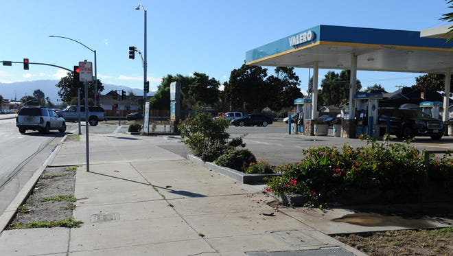 A gas station employee found the body of a man on the sidewalk outside the station on Friday morning.