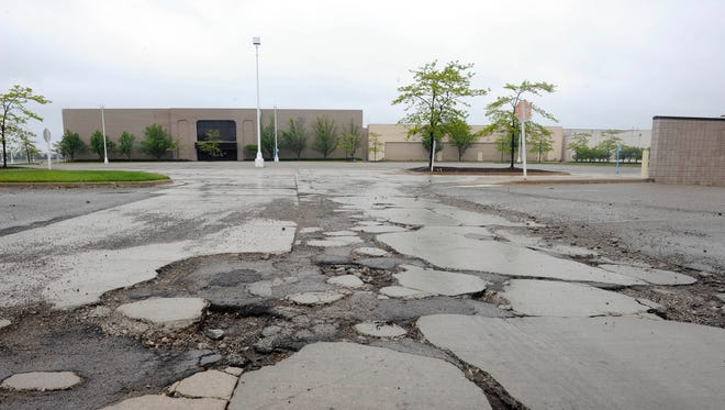 The boarded-up Summit Place Mall, located on the border of Pontiac and Waterford Township, has been an uglyand costly headache for nearly a decade. That could change, following a DTEproposal discussed Thursday by the Waterford Township Planning Commission.