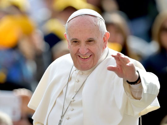 Pope Francis waves to faithfuls upon his arrival on