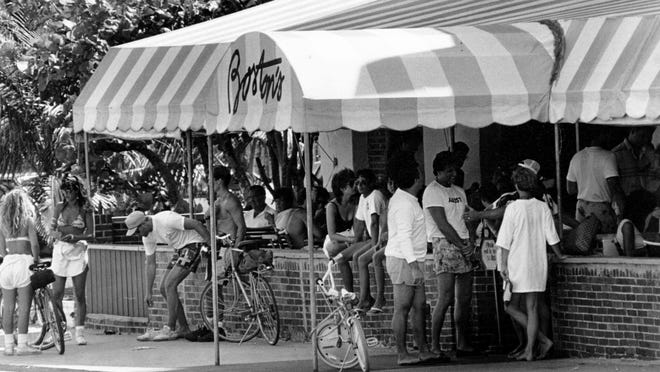 4/25/1987 - A crowd of beachgoers, diners and opposite sex watchers hang out in front of Boston's, a popular restaurant at Atlantic and A1A
