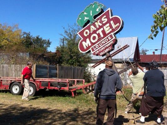 oaks motel.jpg