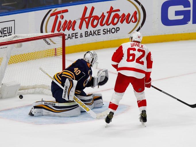 Detroit Red Wings forward Thomas Vanek (62) puts the