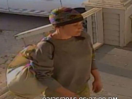 La policía de Salinas está buscando a la mujer que