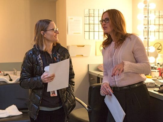 Julia Roberts and director Jodie Foster (left) on the
