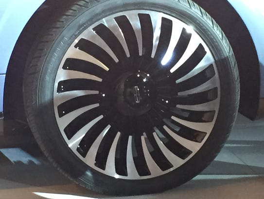 The wheel of the 2017 Lincoln Navigator concept.
