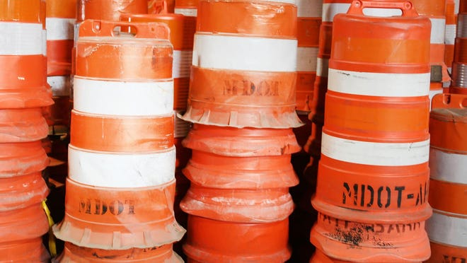 Drivers should expect backups on the ramps from I-496 and U.S. 127 to Trowbridge Road beginning Wednesday morning.