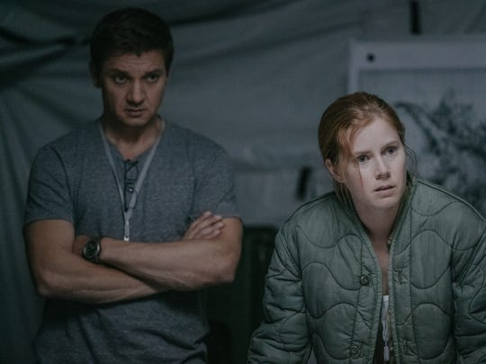 "In ""Arrival,"" Ian (Jeremy Renner) and Louise (Amy Adams)"