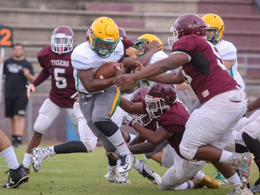 636306576412790741-sm-2017-0517-spring-game-catholic-at-pensacola-0011.jpg